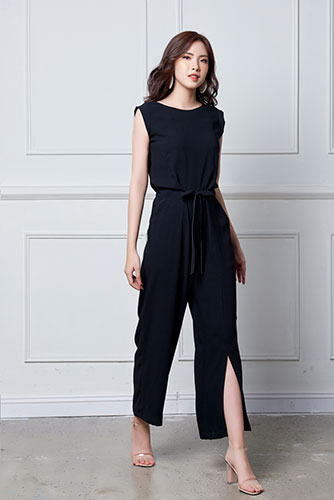 Jumpsuit xẻ ống rộng